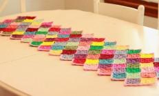 Kare Motifli Renkli Runner Masa Örtüsü
