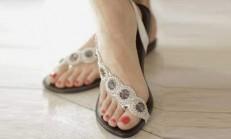 Genç Bayanlar İçin Yazlık Taşlı Sandalet Modelleri