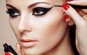 En Şık ve Farklı Eyeliner Sürme Teknikleri